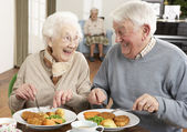 Senior Couple Enjoying Meal Together — Zdjęcie stockowe