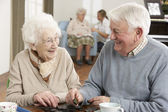 Couple Playing Dominoes At Day Care Centre — Foto Stock