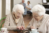 Two Senior Women Playing Dominoes At Day Care Centre — Fotografia Stock