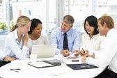 Reunión de trabajo en una oficina — Foto de Stock