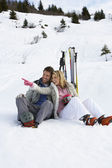 Young Couple On Ski Vacation — Stock Photo