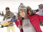 Young Couple On Ski Vacation — Stockfoto