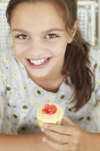 Young girl with cupcake — Stock Photo