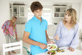 Teenagers reluctant to do housework — Stock Photo