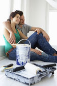 Couple decorating house — Foto de Stock