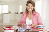 Senior woman scrapbooking — Stock Photo