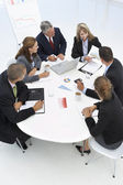 Gemischte gruppe im business-meeting — Stockfoto