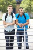 Hombres jóvenes retratos al aire libre — Foto de Stock