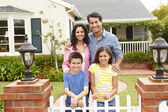 Hispanic family outside home — Stockfoto
