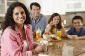 Hispanic family eating breakfast — Foto Stock