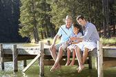 Père, fils et petit-fils de pêche ensemble — Photo
