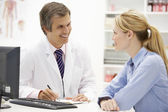 Doctor with female patient — Stockfoto