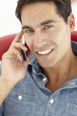年轻男子电话聊天 — 图库照片