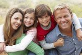 Familjen utomhus — Stockfoto
