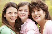 3 generationen hispanische frauen — Stockfoto