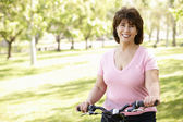 Senior Hispanic woman with bike — Stock Photo