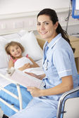 Nurse with child patient in UK Accident and Emergency — Stock Photo