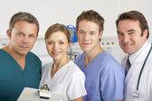 Porträtt amerikanska medicinska teamet på vårdavdelningen — Stockfoto