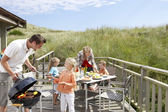 Family on vacation having barbecue — Stock fotografie