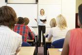 студенты и преподаватель в классе — Стоковое фото
