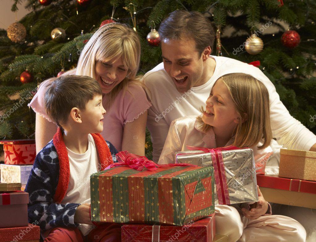 Один подарок на новый год всей семье