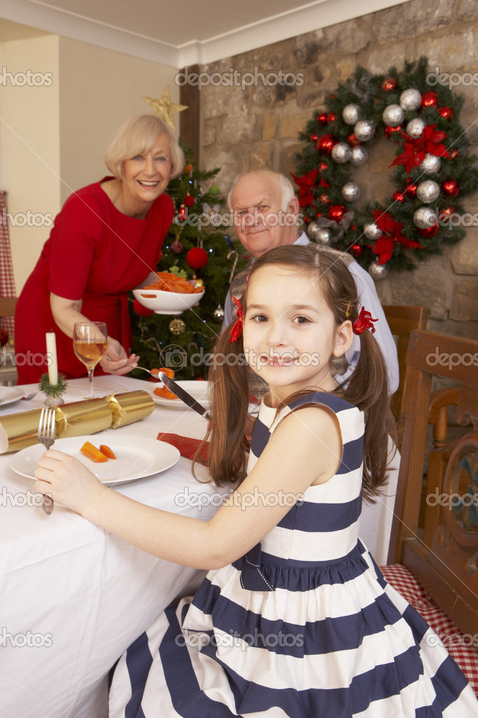 Child having Christmas dinner with grandparents — Stok fotoğraf #11882858