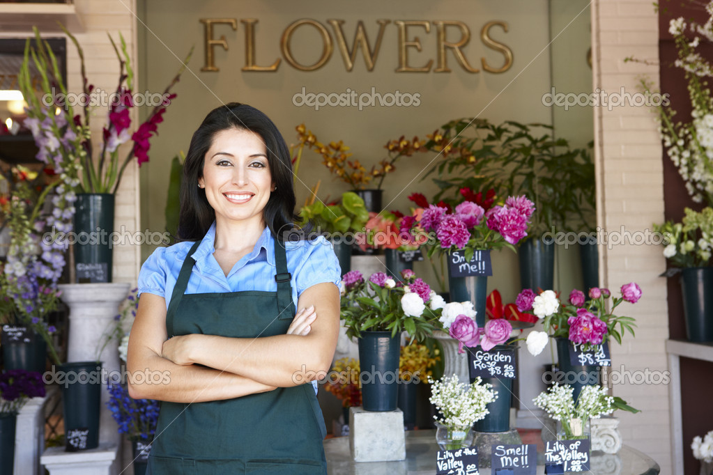 Woman standing outside florist — Foto Stock #11884152