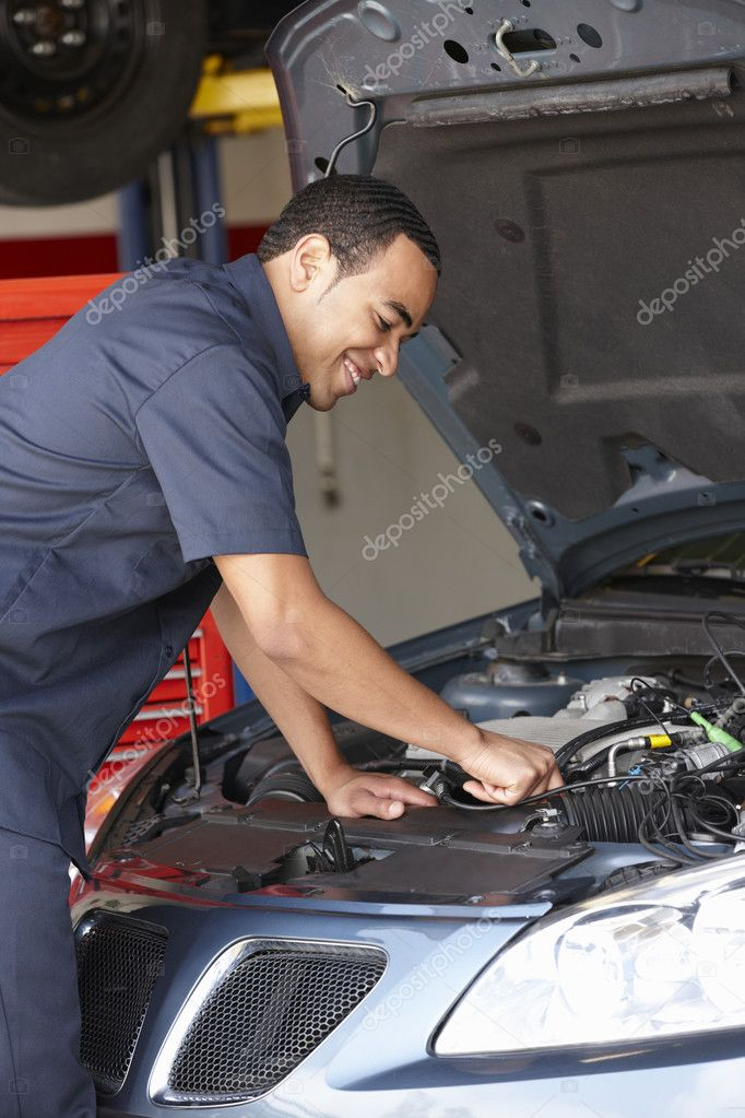 Mechanic at work — Stock Photo #11884318