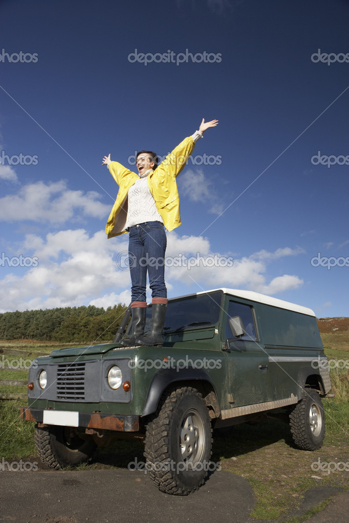 Young woman in countryside with SUV — Stock Photo #11885260