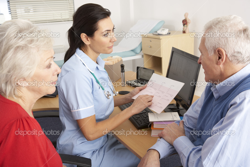 British nurse talking to senior couple — Stock Photo #11887909