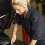Female mechanic at work — Stock Photo