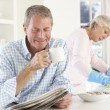 Foto Stock: Tension between retired couple