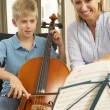 Boy playing cello in music lesson — Photo
