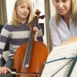 Girl playing cello in music lesson — Stock Photo