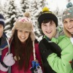 familia de vacaciones de esquí en las montañas — Foto de Stock   #11892156