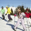 Teenage Family On Ski Holiday In Mountains - Foto Stock