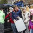 Family Unloading Luggage From Transfer Van Outside Chalet On Ski - Lizenzfreies Foto