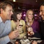 Grupo de amigos disfrutando de sushi en el restaurante — Foto de Stock   #11893615