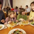 Family Eating Lunch Together In Restaurant - Foto Stock