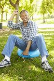 Alter Mann, sitzend auf spacehopper — Stockfoto