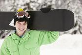 十几岁的男孩在山中滑雪度假滑雪 — 图库照片