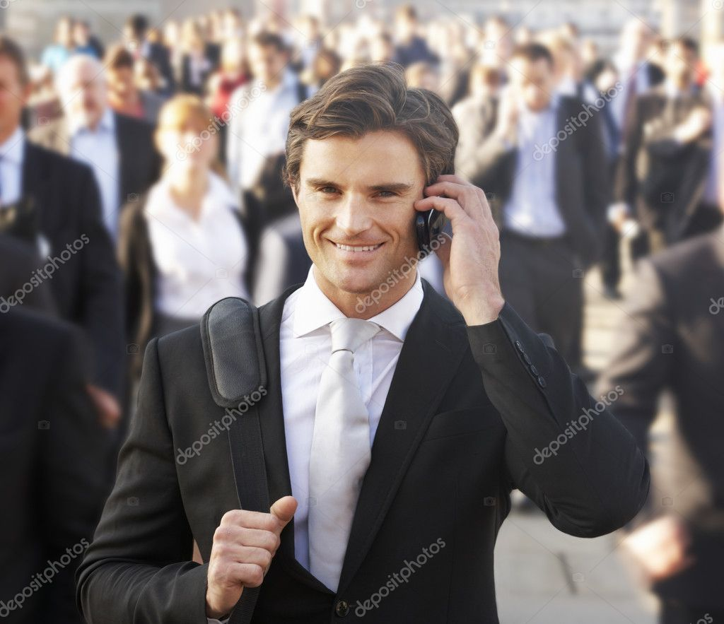 Male commuter in crowd using phone — Stock Photo #11890373