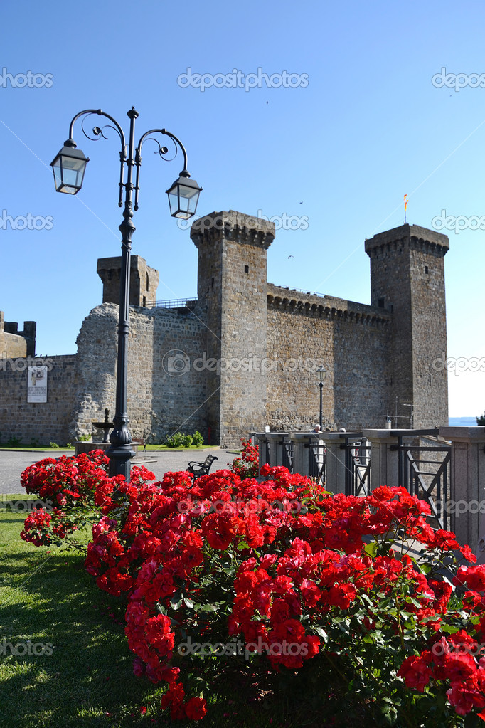 Castle Monaldeschi  in Bolsena, little town near a wonderful lake in Lazio, Italy. — Stock Photo #10996401