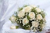 与玫瑰婚礼花束 — 图库照片