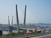 Cable-stayed bridge in the Vladivostok over the Golden Horn bay — Stock Photo
