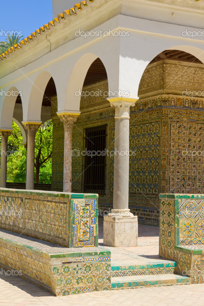 Detailes of   Carlos V pavilion of the Alcazar in Seville, Spain — Stock Photo #12014856
