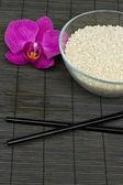 Rýže a hůlky — Stock fotografie