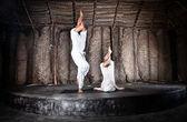 Couple yoga garudasana — Stock Photo