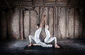 Couple yoga in India — Stock Photo