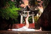 Yoga hanumanasana monkey pose — Stock Photo